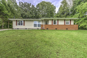 415 Maple Ave, Oliver Springs, TN 37840