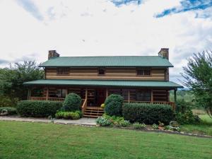 871 Poplar Creek Rd, Oliver Springs, TN 37840