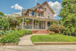 1001 Thompson Place, Knoxville, TN 37917
