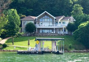 513 Crown Pointe Rd, Lafollette, TN 37766
