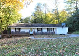 Do you like being out doors?! If so do not miss this 3 bed 2 bath home just minutes from Ijams, biking trails, and William Hastie Nature Area, Marie Myers Park!! Also just minutes from the interstate! Be to West Knoxville in just 20 minutes or the Smoky Mountains in 30-45 minutes! Wonderful flat lot, extra storage in the wonderful laundry room! This great home is in the growing Island Home area of South Knoxville! This is a home you have to see!