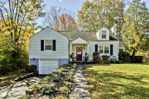 Great South Knox Location on Large Private Lot