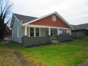 Adorable Craftsman Style Bungalow!