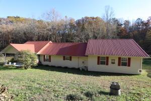 293 Berry Hollow Rd, Speedwell, TN 37870