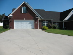 All Brick/Maintenance in Gated Community/To Be Built