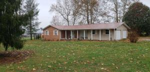 1158 Pea Ridge Rd, Crab Orchard, TN 37723