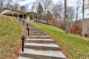 571 Harbor Lane, Lafollette, TN 37766