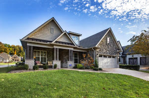 Welcome Home to The Cove ...One of Farragut's MOST DESIRABLE NEIGHBORHOODS!