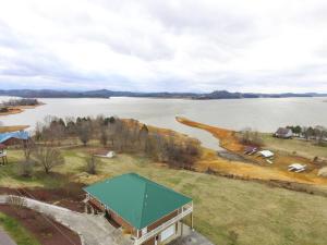 1401 Lake Front Drive, Dandridge, TN 37725