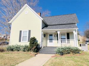 521 W First Ave, Lenoir City, TN 37771