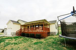 156 E Memorial Drive, Jacksboro, TN 37757
