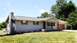 Completely renovated home in great location, convenient to Knoxville, Maryville, Smokies.