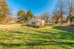 212 Burns Rd, Knoxville, TN 37914