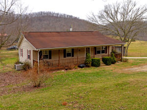 1592 Dry Valley Rd, Thorn Hill, TN 37881