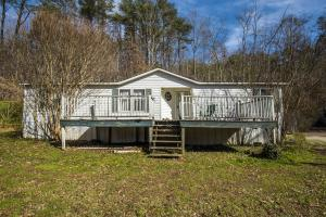 325 Andys Ridge Rd, Rocky Top, TN 37769