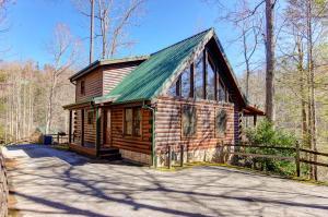 635 Black Bear Falls Way, Gatlinburg, TN 37738