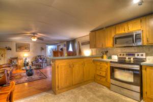 1391 Gists Creek Rd, Sevierville, TN 37876