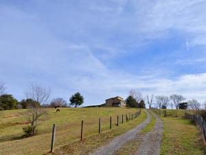 2102 Linn View Drive, Seymour, TN 37865