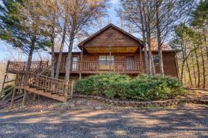 GREAT LOCATION!!! This cabin is located across the road from Dollywood. Cash flow property. Cabin comes furnished ready for your needs. Currently on rental program.