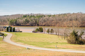 889 Rarity Bay Pkwy, Vonore, TN 37885