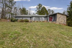 702 Robinson Drive, Loudon, TN 37774