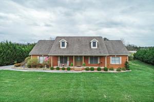 Beautiful all brick home in convenient location!