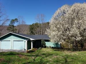 1503 Back Valley Rd, Lafollette, TN 37766