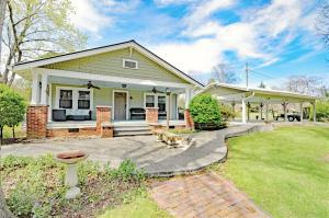 8112 Luscombe Drive, Knoxville, TN 37919