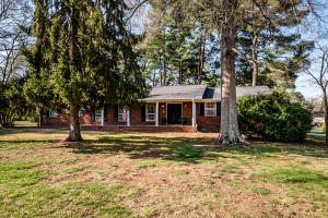 SUPER STRONG / UPDATED RANCHER ON LEVEL, CORNER LOT!
