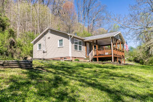 646 Hen Valley Rd, Oliver Springs, TN 37840