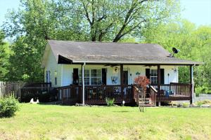 2691 Day Rd, Strawberry Plains, TN 37871