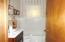 Hall bath, w/linen closet