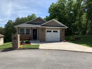 THIS ONE IS A MUST SEE.NOT YOUR TYPICAL SPEC HOUSE . HANDICAP ACCESSIBLE .Beautiful 3 bedroom rancher perfectly located in Sevierville just minutes from the High School, shopping, and hospital. Home is in immaculate condition and move in ready. Large open concept in the living/dining/kitchen area is great for entertaining or just spending time with family. The master bedroom is very large and spacious.Beautiful Arched doorways .Extra decking on the back for your cookouts.Beautiful Laminate wood floors and Tile. In a culd-de-sac back side and right side back up to a farm.Has a lot of wild life and birds that come into the yard. It is private and close to all attractions .Has all city utilities .Gas is available but not hooked up.