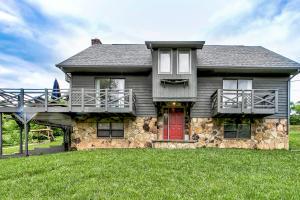 1658 Pinecrest Rd, Jacksboro, TN 37757