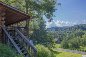 Peaceful 2bd/2ba cabin. Very well kept cabin with nice front porch to enjoy the view of mountains. Come see how much ''Love Where She Lives'' the owner has put into this cabin. Lots of new items and ask your agent to provide the list.