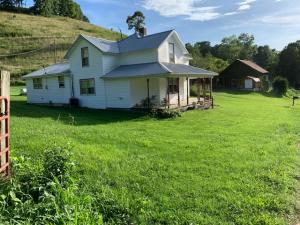 844 Clear Springs Rd, Ewing, VA 24248