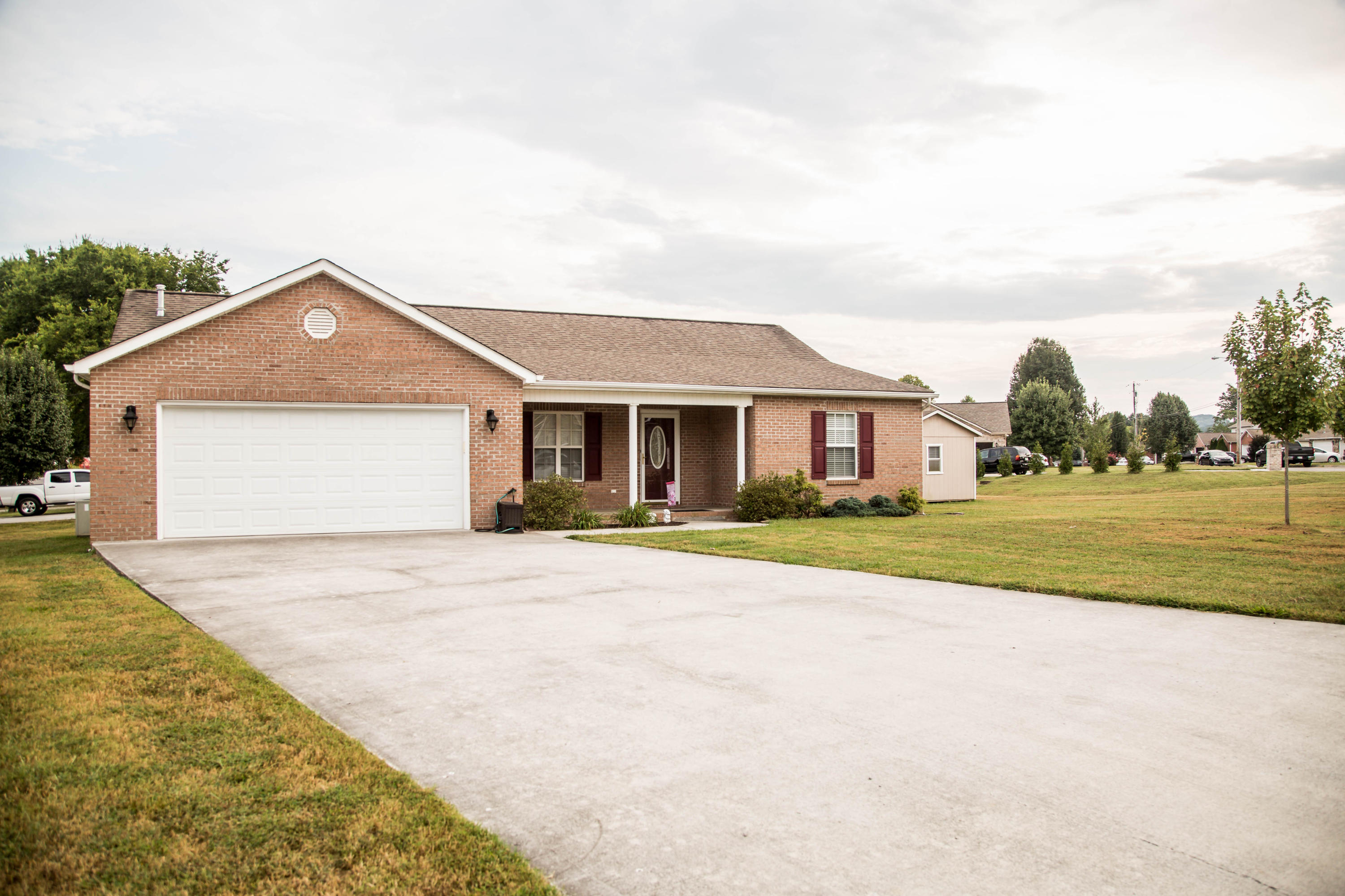 20190906160920805279000000-o Clinton anderson county homes for sale
