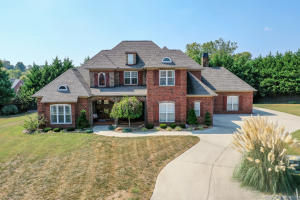 5 BEDROOMS AND 4.5 BATHS