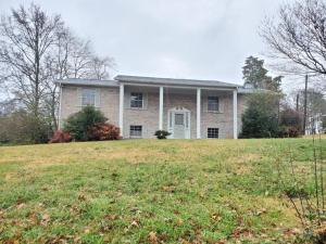 8221 NW Bennington Drive, Knoxville, TN 37909