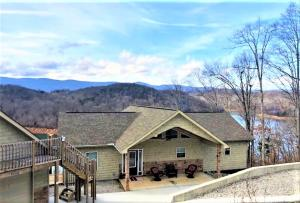 Property for sale at 674 Hiwassee Drive, Jacksboro,  Tennessee 37757