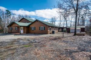 663 Spruce Creek Drive, Jamestown, TN 38556
