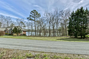 207 Amohi Way, Loudon, TN 37774