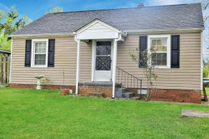 S. Knox 2 BR/1 Bath with office area & more!