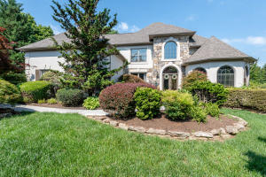 Lovely 2 story home in upscale subdivision