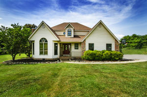 Charming home sitting on over 1 Acre of beautiful property located in Loudon County