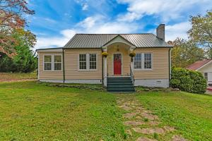 210 Hillcrest Drive, Knoxville, TN 37918