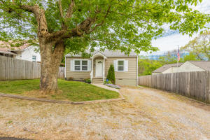 2221 Aster Rd, Knoxville, TN 37918