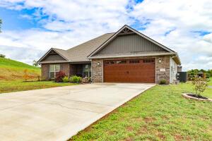 208 Montgomery Farms Drive, Friendsville, TN 37737