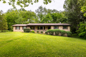 5704 Crestwood Drive, Knoxville, TN 37914