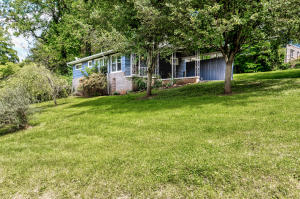 210 Stratford Rd, Knoxville, TN 37920